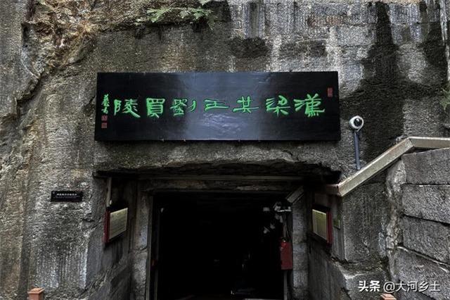 """Ngôi mộ cổ 2.000 năm có cả """"bồn cầu xả nước và tủ lạnh"""" khiến ai cũng choáng 2"""