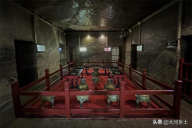 """Ngôi mộ cổ 2.000 năm có cả """"bồn cầu xả nước và tủ lạnh"""" khiến ai cũng choáng 4"""