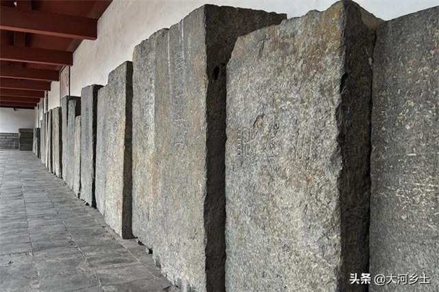 """Ngôi mộ cổ 2.000 năm có cả """"bồn cầu xả nước và tủ lạnh"""" khiến ai cũng choáng 9"""
