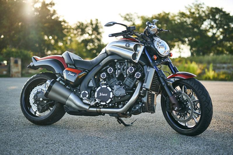 =3. Yamaha VMax 2010 (thời gian tăng tốc từ 0-96 km/h: 2,5 giây).