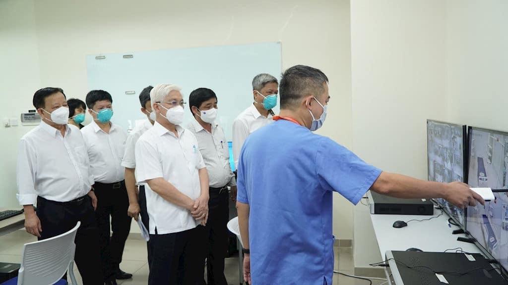 Thứ trưởng Bộ Y tế Nguyễn Trường Sơn và lãnh đạo tỉnh Bình Dương kiểm tra công tác vận hành Bệnh viện dã chiến hồi sức cấp cứu điều trị COVID-19 tại Bệnh viện Đa khoa quốc tế Becamex.