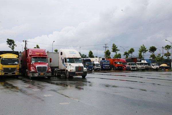 Các xe tải chở hàng hóa từ các tỉnh, thành phải tập kết lại Bến xe khách trung tâm Cần Thơ để được hướng dẫn.