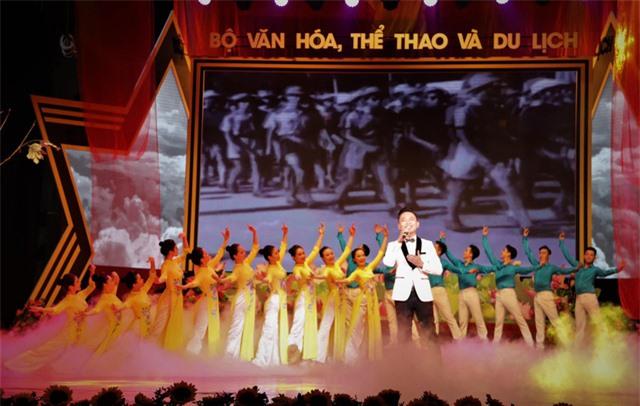 """""""Những mùa thu lịch sử""""- Chương trình nghệ thuật đặc biệt kỷ niệm Cách mạng tháng Tám, Quốc khánh 2/9 - Ảnh 1."""