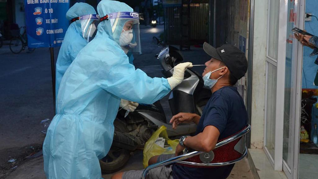 Tổ chức Test COVID-19 cho các F1 ở huyện Nông Cống (Thanh Hóa).