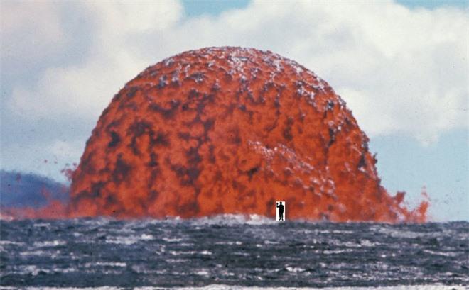 Bức ảnh ghi lại con quái vật hiện hình ngay trên biển với sức hủy diệt kinh hoàng, dân mạng thán phục: Tác giả quả thực quá bản lĩnh! - Ảnh 1.