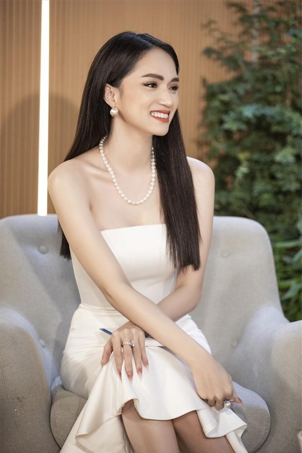 Đồng hồ kim cương của Hoa hậu Hương Giang được bán được 699 triệu đồng, ủng hộ tiền mua máy thở - Ảnh 2.