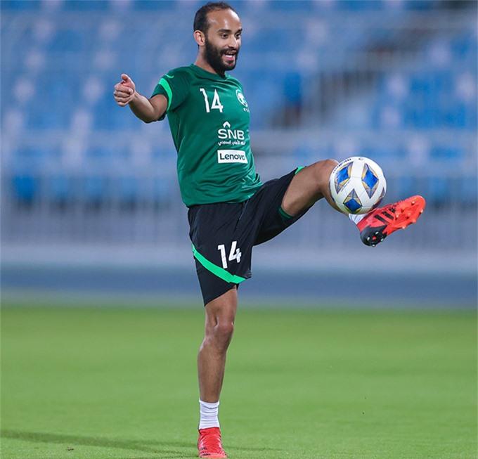 Giới truyền thông Saudi Arabia tiết lộ, ở buổi tập mới nhất trên Mrsool Park ở thủ đô Riyadh, HLV Herve Renard đã cho các học trò tập đi tập lại những mảng miếng tấn công. Các cầu thủ được lệnh liên tục di chuyển, hoán đổi vị trí một cách linh hoạt, để thoát khỏi sự kèm cặp của đối phương