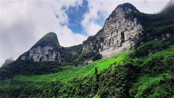 Đường chinh phục 'Vách đá thần' trên đỉnh núi Cô Tiên hớp hồn dân du lịch - 2