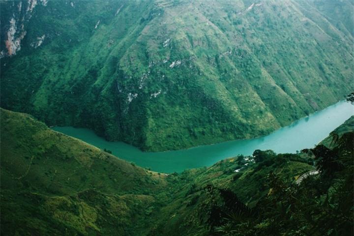 Đường chinh phục 'Vách đá thần' trên đỉnh núi Cô Tiên hớp hồn dân du lịch - 4