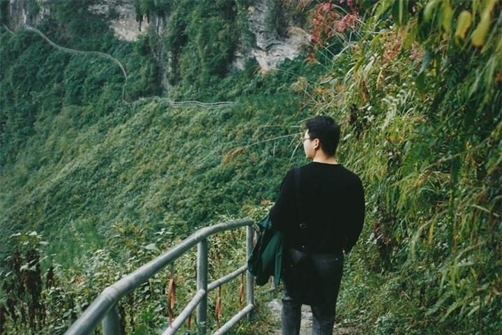 Đường chinh phục 'Vách đá thần' trên đỉnh núi Cô Tiên hớp hồn dân du lịch - 6