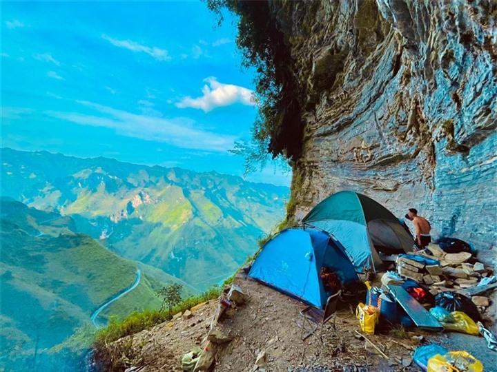 Đường chinh phục 'Vách đá thần' trên đỉnh núi Cô Tiên hớp hồn dân du lịch - 9