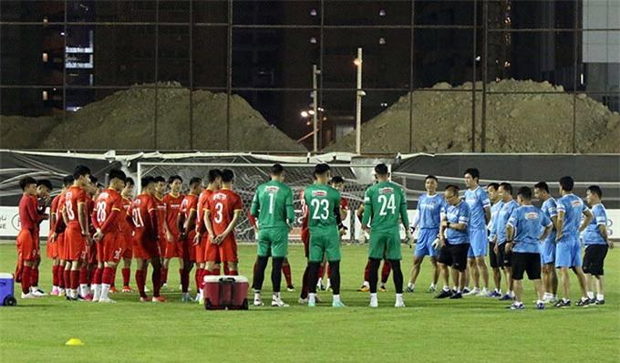 Tối 30/8, ĐT Việt Nam đã bước vào buổi tập thứ ba tại Riyadh. Đây cũng là buổi tập có ý nghĩa rất quan trọng nhằm đánh giá và hoàn thiện những mảnh ghép cuối cùng trong đội hình, hướng tới trận ra quân gặp ĐT Ả rập Xê út tại Vòng loại cuối FIFA World Cup 2022 khu vực châu Á.