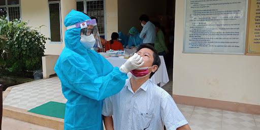 Tỷ lệ ca dương tính COVID-19 qua xét nghiệm đợt 2 tại TP Hồ Chí Minh giảm còn dưới 2%.