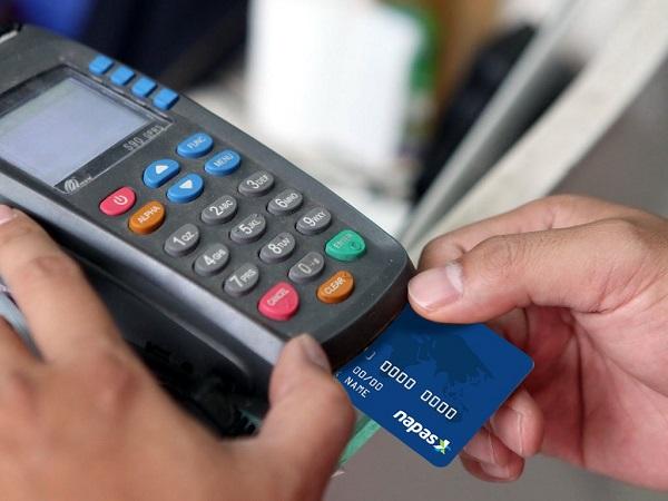 Do diễn biến phức tạp của dịch bệnh dẫn tới nhiều tỉnh, thành áp dụng giãn cách xã hội nghiêm ngặt nên công tác chuyển đổi thẻ của các ngân hàng cũng gặp nhiều khó khăn, trở ngại.