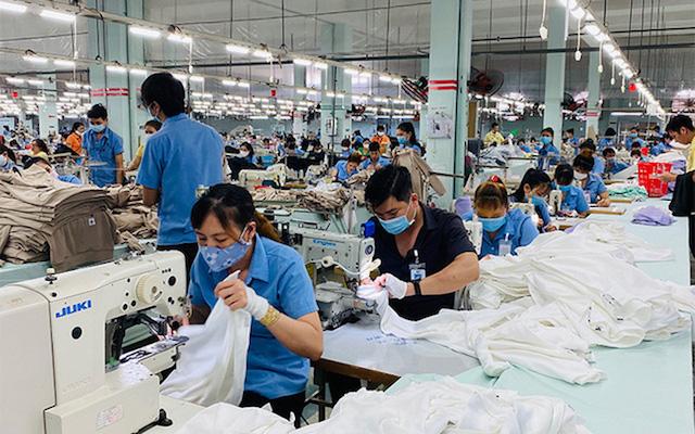 """Duy trì sản xuất khi áp dụng phương án """"3 tại chỗ"""" khiến doanh nghiệp chịu tổn thất nặng nề."""