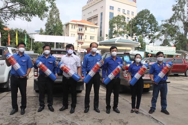 """""""ATM Oxy tình thương"""" được triển khai nhằm hỗ trợ bình oxy cho các cơ sở y tế, địa phương thuộc vùng đỏ tại Long An."""