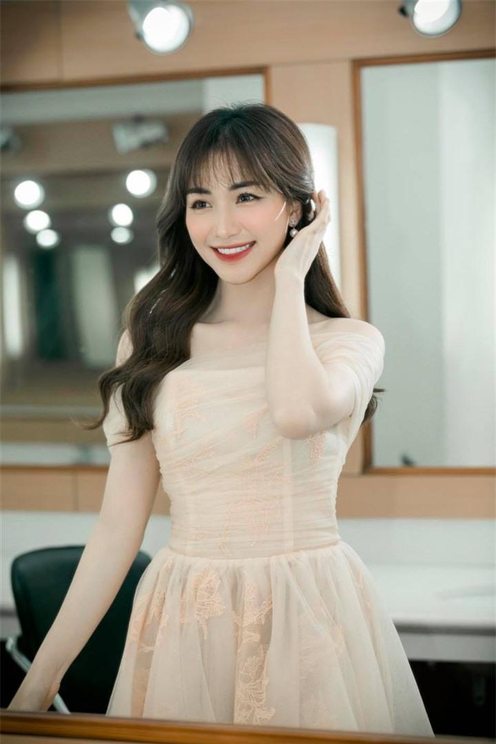 Không giảm cân hay dao kéo, Hòa Minzy lột xác nhờ thay đổi 1 điểm trên khuôn mặt - 3
