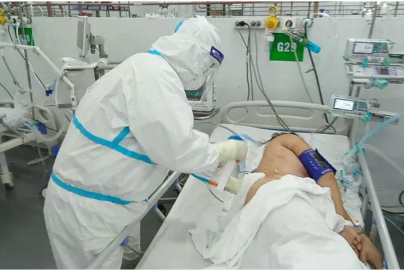 Gần 6.500 ca COVID-19 nặng đang điều trị tại các cơ sở y tế.