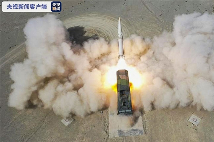 Hình ảnh phóng tên lửa trên truyền hình Trung Quốc. (Ảnh: CCTV)