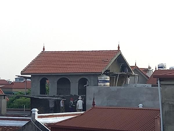 Một hộ dân ở phường Việt Hưng, quận Long Biên vẫn thi công xây dựng trong thời gian giãn cách xã hội.