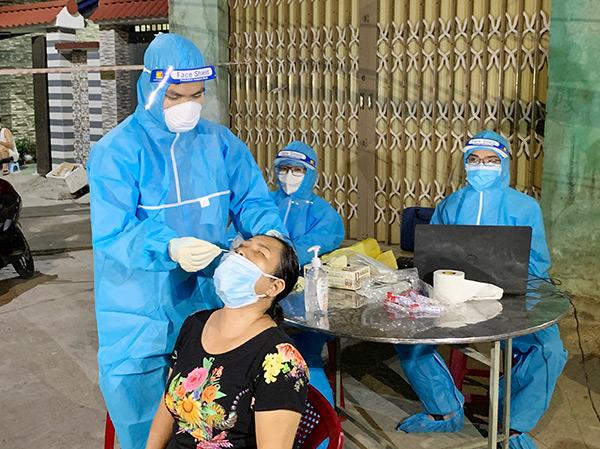 Từ ngày 6 - 20/9, Đà Nẵng tiếp tục lấy mẫu xét nghiệm SARS-CoV-2 đối với 3 vùng đỏ, vàng, xanh
