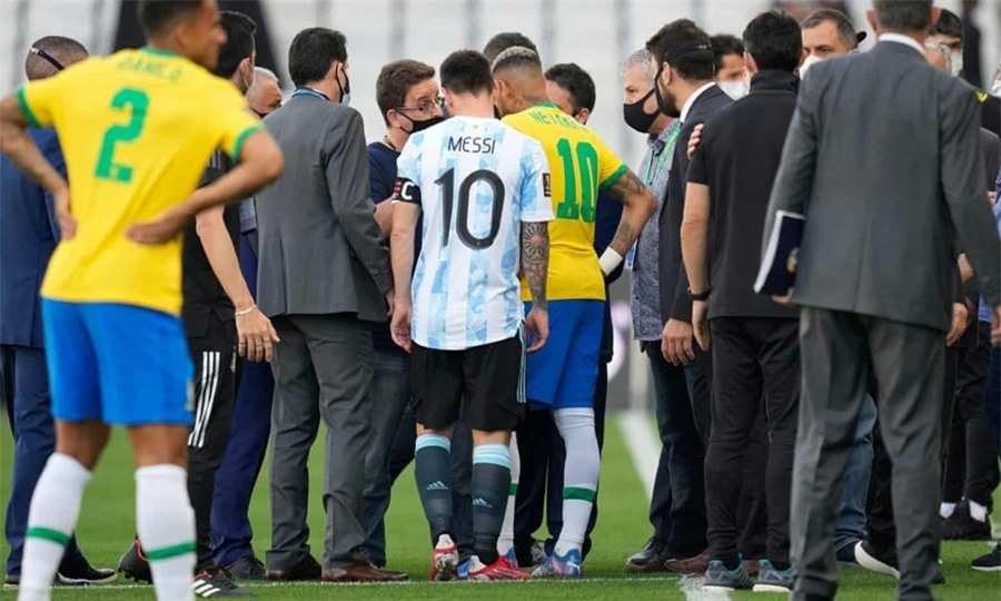 Messi trao đổi đầy tức giận với những người có trách nhiệm