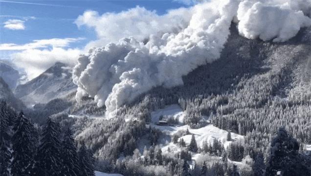 Sức mạnh của thiên nhiên đáng sợ đến mức nào? Cùng nhìn những bức ảnh chân thực ghi lại các thảm họa kinh hoàng trong lịch sử - Ảnh 5.