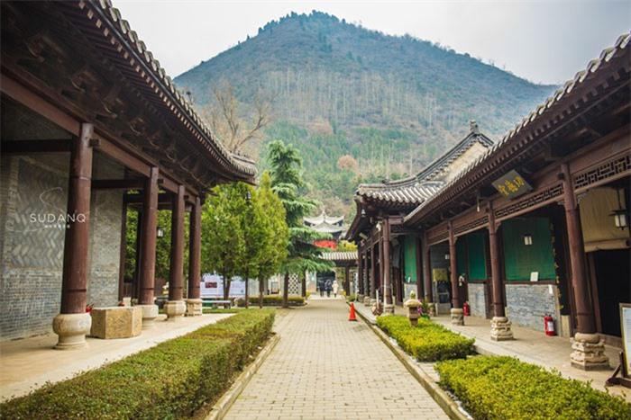 Ngôi chùa hàng nghìn năm tuổi bỗng dưng nổi tiếng chỉ vì loài cây này 6