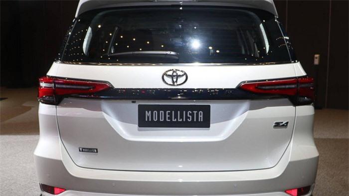 Cận cảnh Toyota Fortuner cao cấp và hầm hố với bản độ cao cấp 4