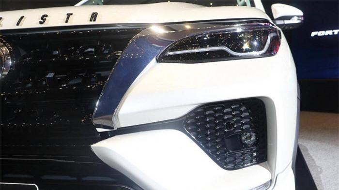 Cận cảnh Toyota Fortuner cao cấp và hầm hố với bản độ cao cấp 5