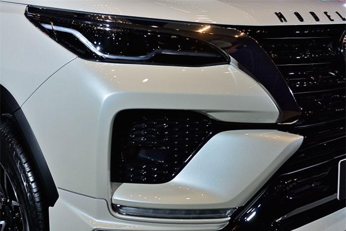 Cận cảnh Toyota Fortuner cao cấp và hầm hố với bản độ cao cấp 7