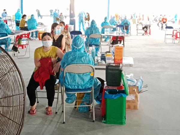 Công nhân các KCN trên địa bàn Đà Nẵng tham gia tiêm vaccine phòng COVID-19