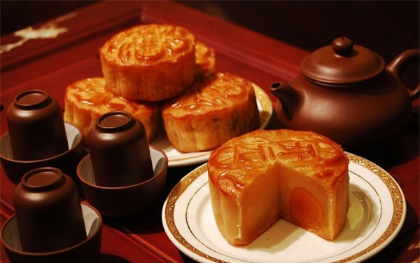 Bánh Trung thu là thức bánh mà những người béo phì hoặc mắc bệnh tim mạch cần tránh xa