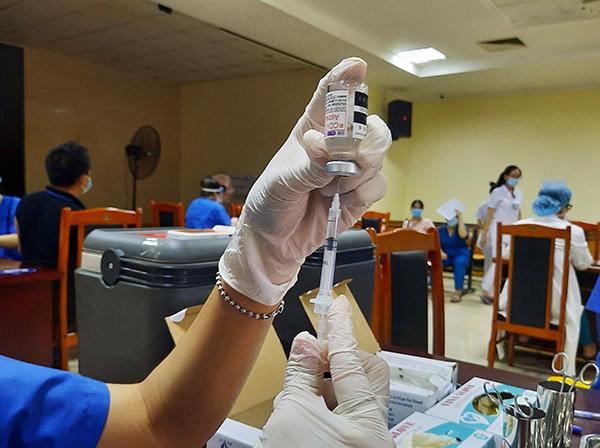 Đà Nẵng đang đẩy nhanh tiến độ tiêm vaccine phòng COVID-19 cho người dân