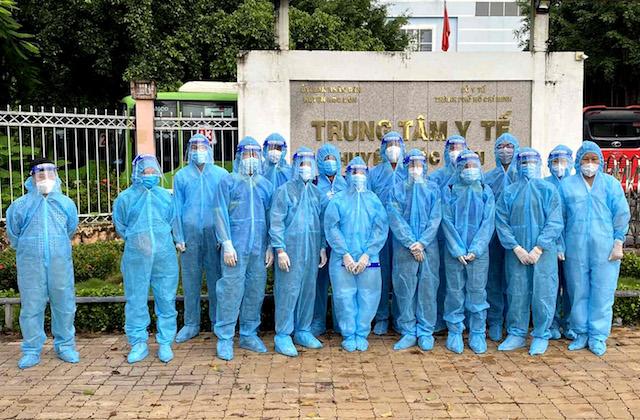 Những tình nguyện viên đầu tiên của 'ATM nhân lực tiêm vaccine'. (Ảnh: Hội Doanh nhân trẻ Việt Nam)