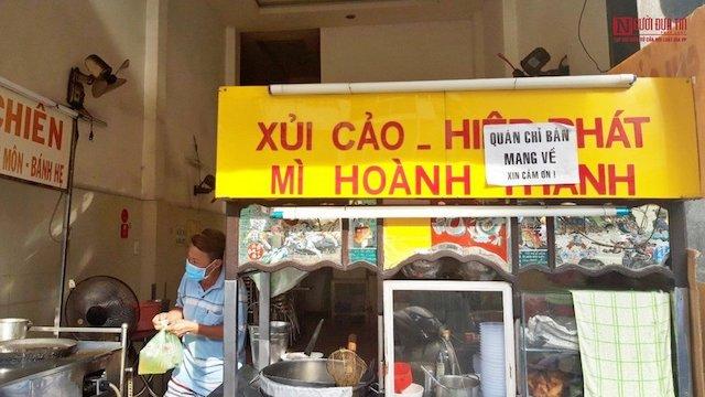 Hàng quán ở TP Hồ Chí Minh rục rịch mở cửa theo hình thức bán mang về.