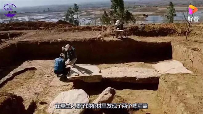 Chiếc nắp bia trong Bảo tàng Thượng Hải khiến du khách nào cũng thắc mắc: Chủ mộ xuyên không mang bia về chôn? - Ảnh 1.