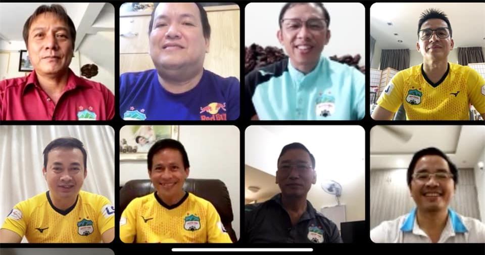 Kiatisak họp trực tuyến cùng lãnh đạo, BHL HAGL chuẩn bị cho mùa giải 2022 - Ảnh: HAGL FC