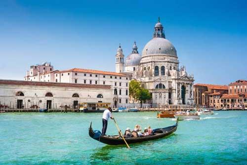 Venice (Italia) luôn là điểm đến mơ ước của các cặp đôi.
