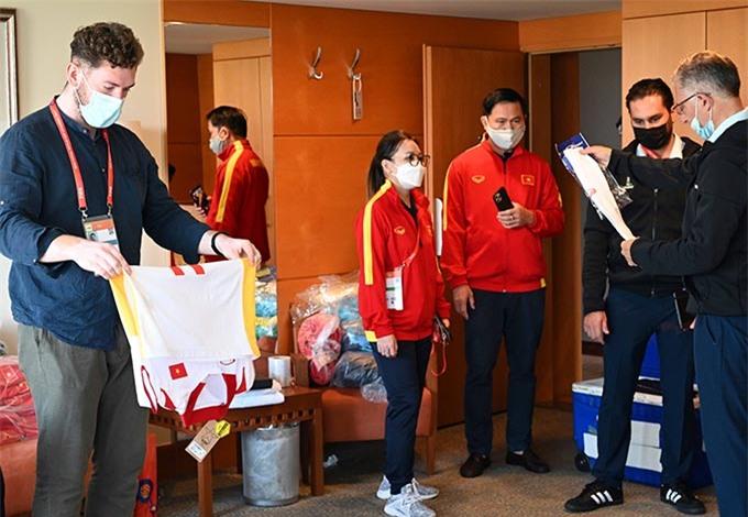 BTC giải kiểm tra trang phục, dụng cụ tập luyện của ĐT futsal Việt Nam