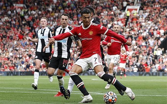 Ronaldo ghi bàn thứ 2 cho MU