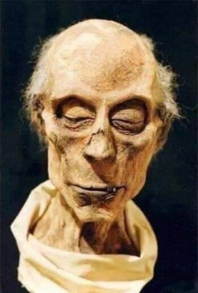 Trí tuệ nhân tạo giúp phục dựng thành công khuôn mặt của pharaoh Ai Cập từ xác ướp - Ảnh 1.