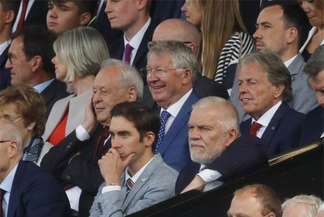 Sir Alex như thường lệ vẫn dõi theo các trận gặp MU, đặc biệt ngày hôm nay, cậu học trò cưng của ông là Ronaldo ra mắt CLB...lần thứ 2