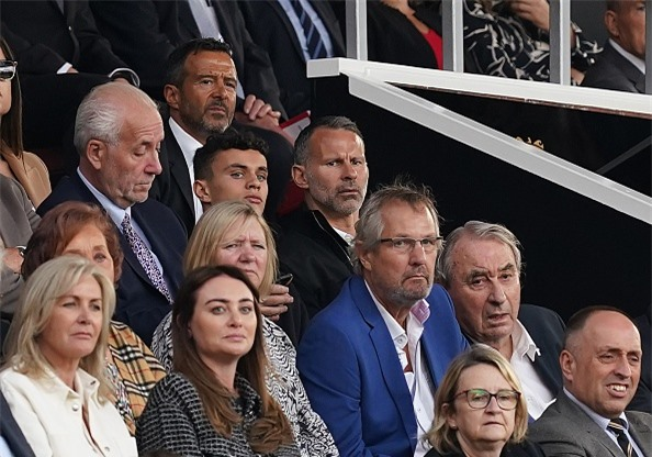 Huyền thoại sống Ryan Giggs vẫn luôn dõi theo những bước đi của Man United
