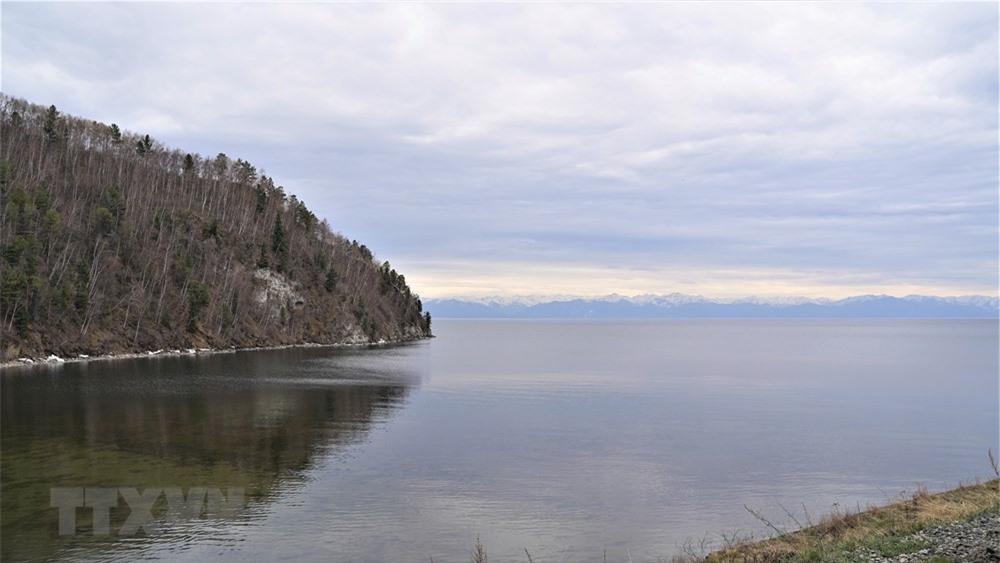[Photo] Chuyen du lich dac biet bang tau hoa doc theo ho Baikal hinh anh 4