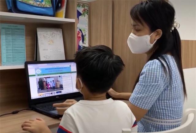 Giảm tải chương trình học trực tuyến, huy động nguồn lực hỗ trợ phương tiện học tập cho học sinh - Ảnh 1.
