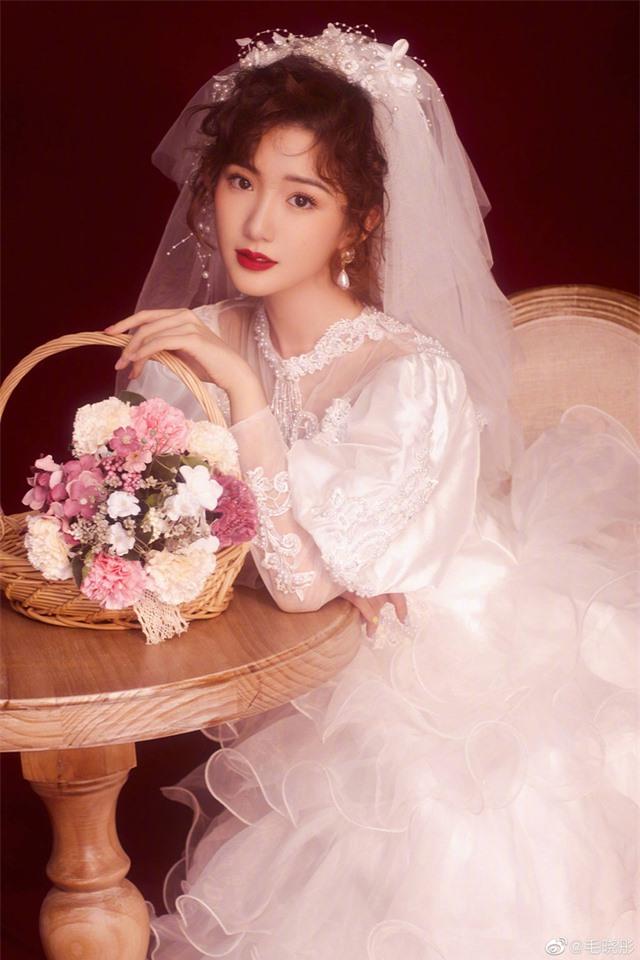 Liêu xiêu vì cô dâu Mao Hiểu Đồng đẹp như mơ - Ảnh 1.