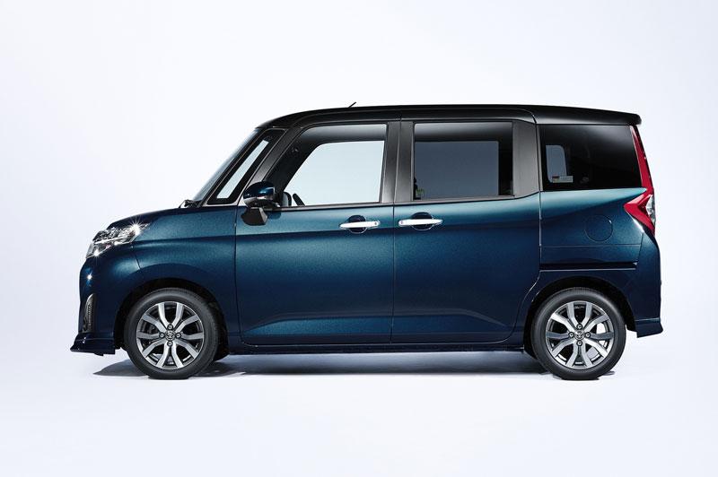 3. Toyota Roomy (doanh số: 92.299 chiếc, chiếm 3,4% thị phần).