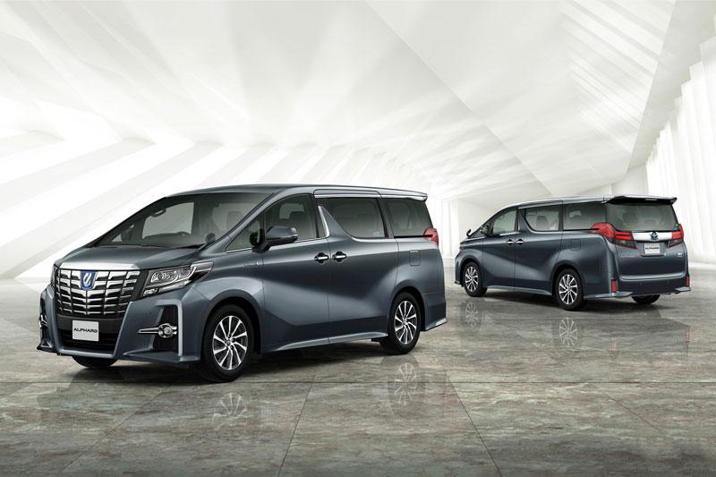 7. Toyota Alphard (doanh số: 65.742 chiếc, chiếm 2,4% thị phần).