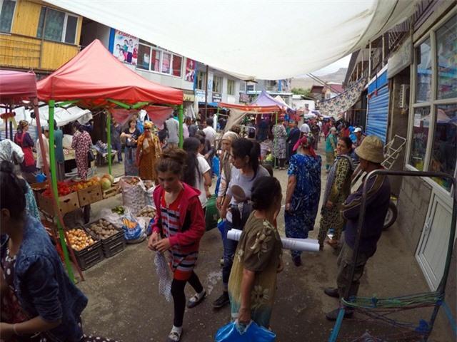 Chợ chính là nơi sầm uất nhất của vùng đất này